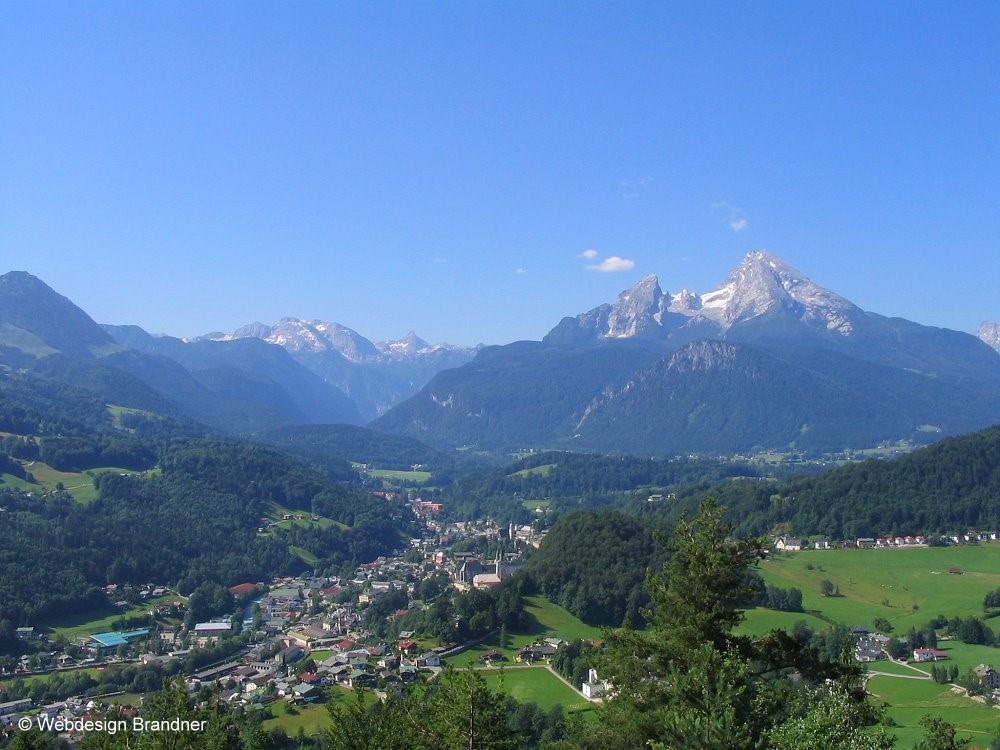 Herrliche Ausblick während der Wanderung auf die Kneifelspitze auf Berchtesgaden und Watzmann